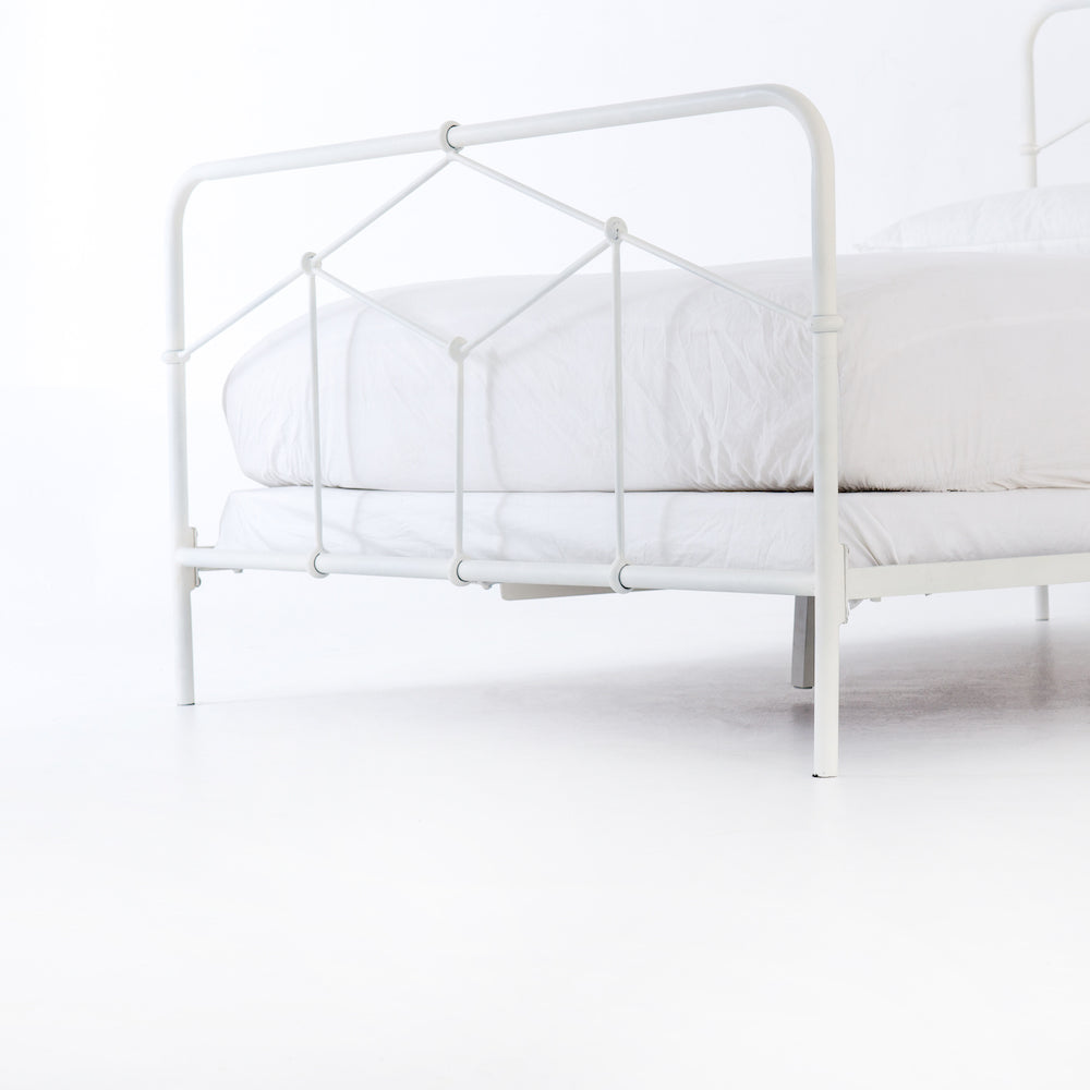 CASEY WHITE QUEEN BED
