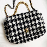 CHANEL CHANEL 19 Maxi Flap Bag in 19K Houndstooth Tweed Black White - Dearluxe.comCHANEL CHANEL 19 Maxi Flap Bag in 19K Houndstooth Tweed Black White - Dearluxe.com
