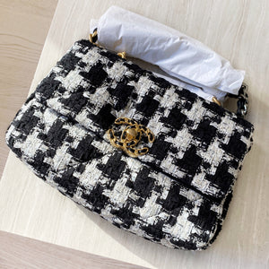 CHANEL CHANEL 19 Small Flap Bag in Black White Houndstooth Ribbon Tweed - Dearluxe.com