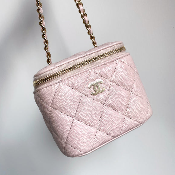 CHANEL Mini Vanity Case with Chain 21C Rose Claire Caviar - Dearluxe.com