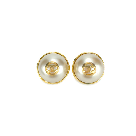 CHANEL Vintage Pearl Earrings with CC Logo - Dearluxe.com