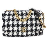 CHANEL CHANEL 19 Maxi Flap Bag in 19K Houndstooth Tweed Black White - Dearluxe.com