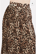 Load image into Gallery viewer, Pleated Leopard Midi Skirt