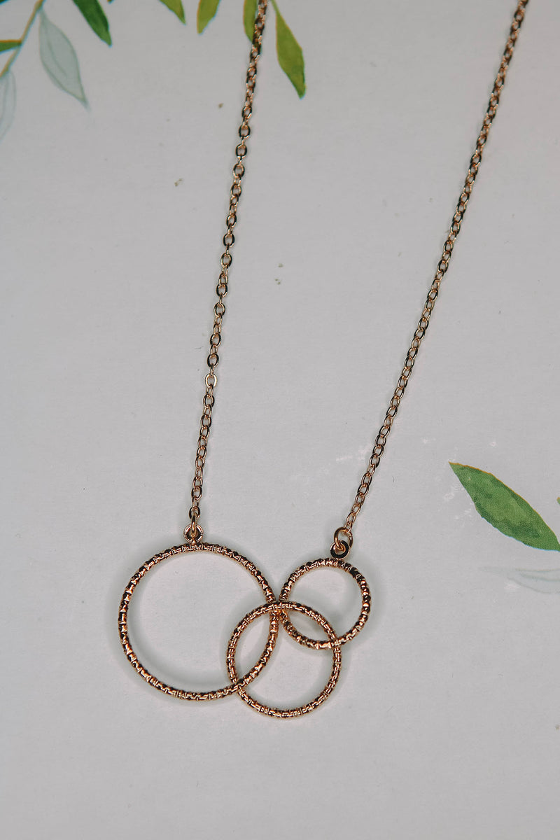 Linked Ring Pendent Necklace