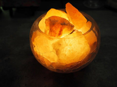 Glass bowl lamp with salt crystals