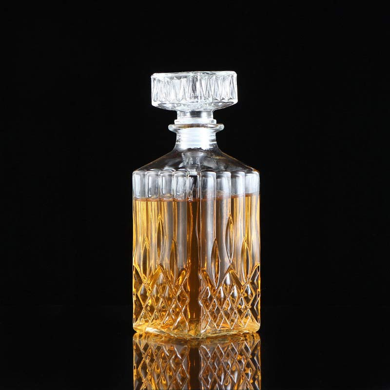 Suave Glass Whiskey Decanter (900ml)