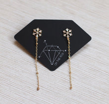 Load image into Gallery viewer, The Snowflake Earrings