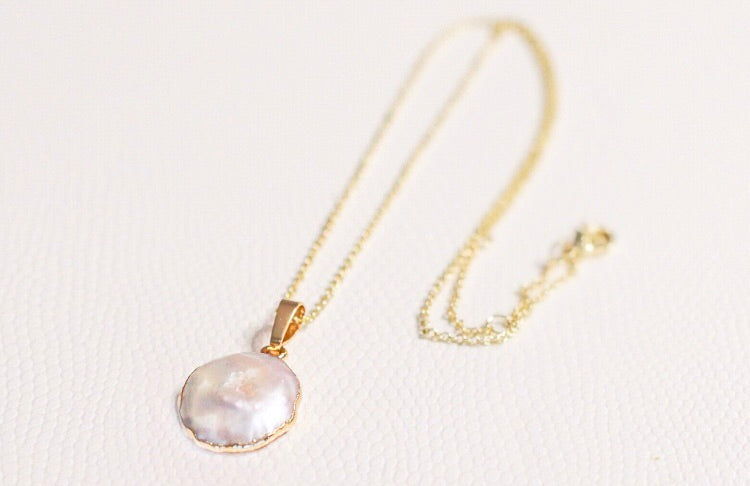 The Mother of Pearl Necklace // Gold