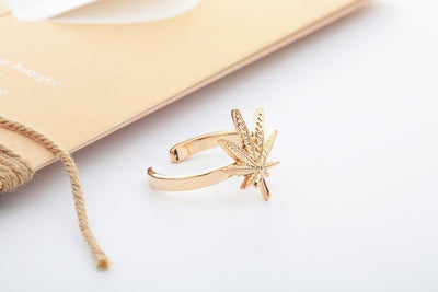 Women's Nature Inspired Marihuana Leaf Ring