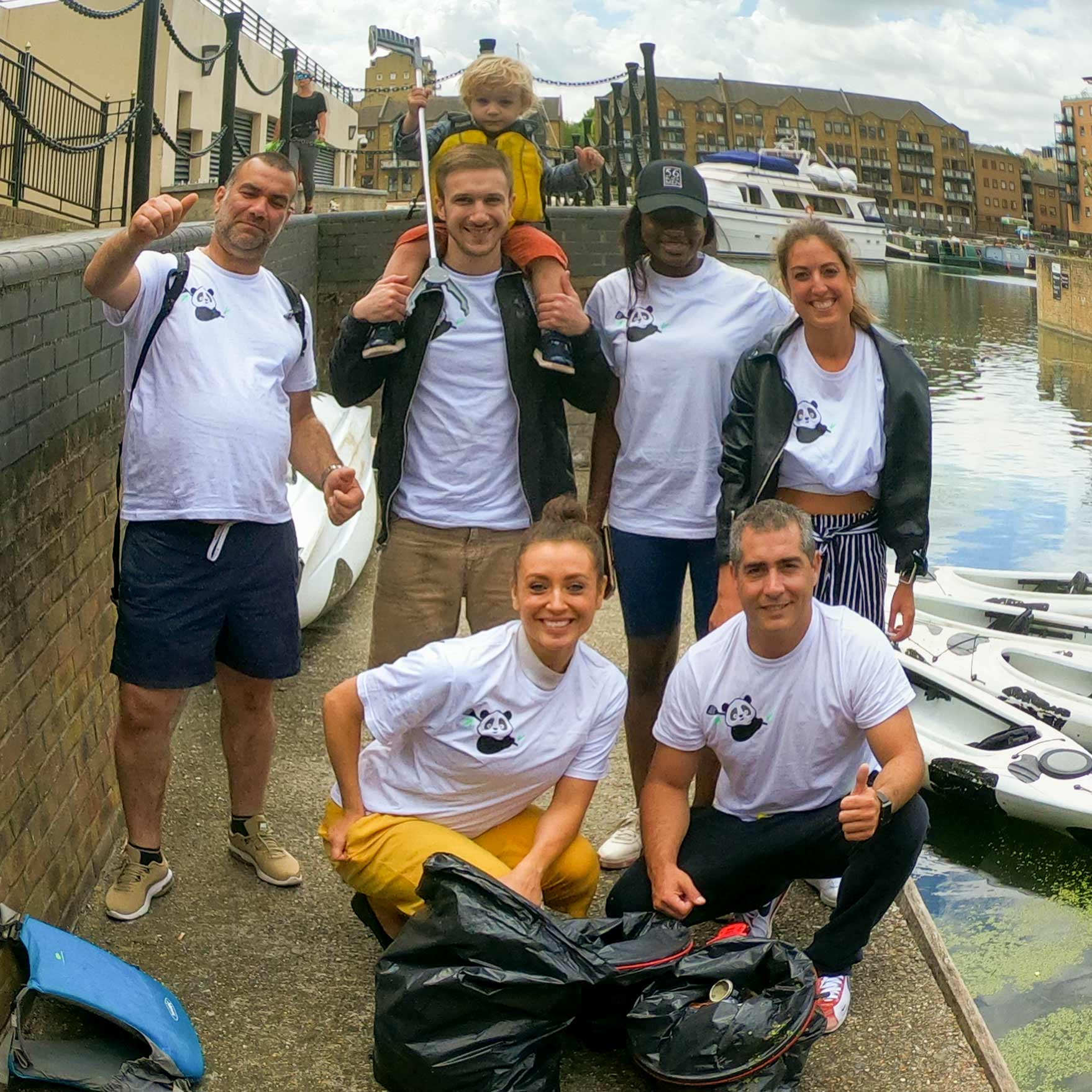 Canoe at Limehouse - Cleaning the river thames London