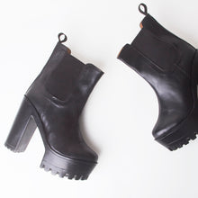 Load image into Gallery viewer, Ivy Black Platform Ankle Boots