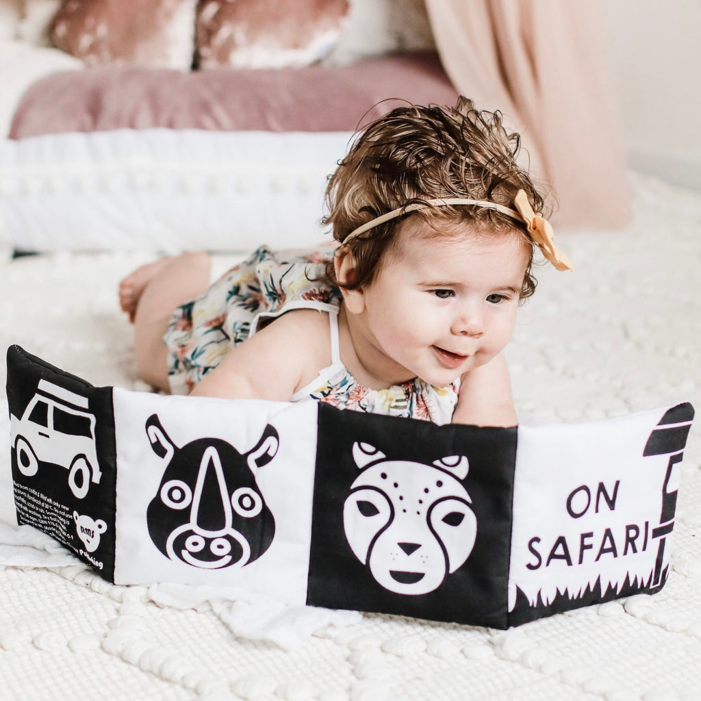 B & W BABY'S FIRST SOFT BOOK - ON SAFARI