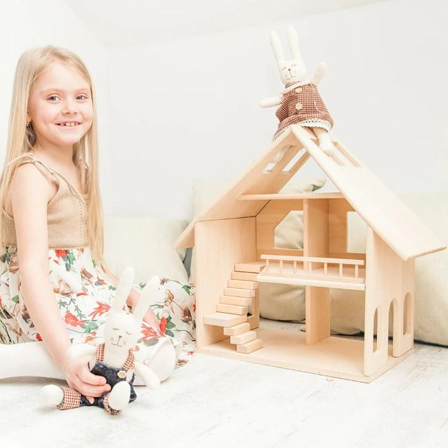 WOODEN DOLLS HOUSE - MAJESTY
