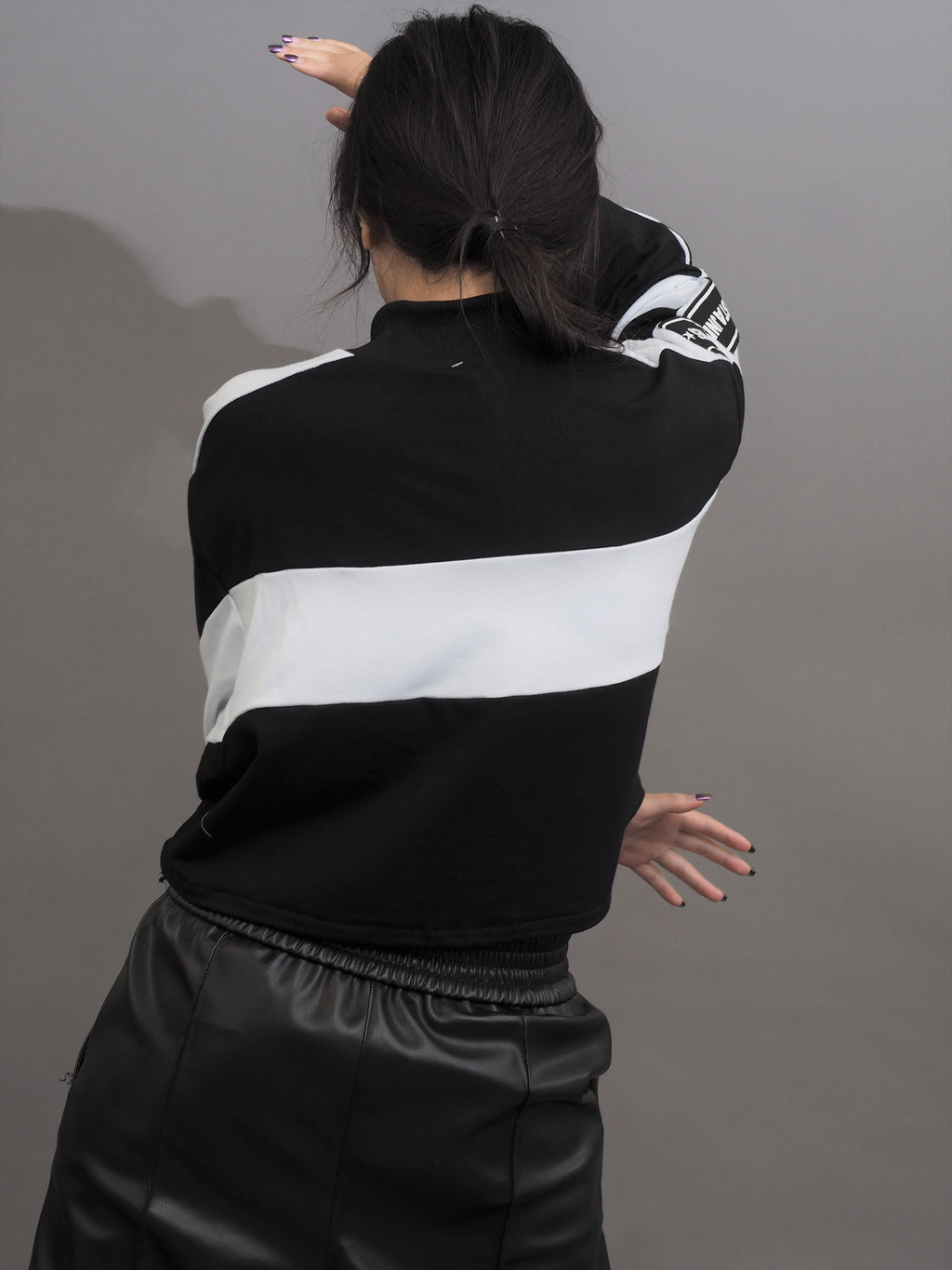 Vertical Collar Zipper Pullover