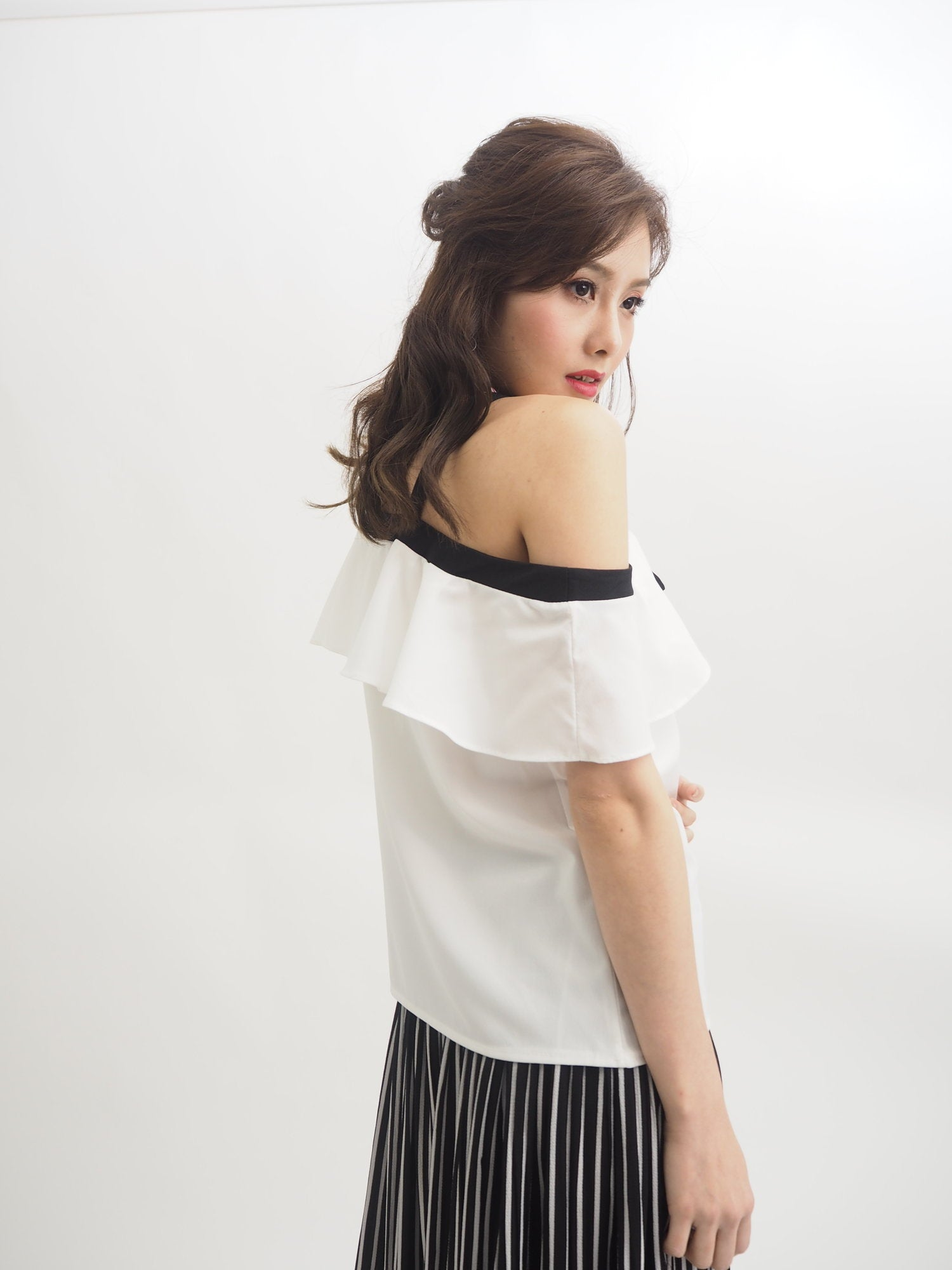 Off Shoulder Ribbon Top (Black)