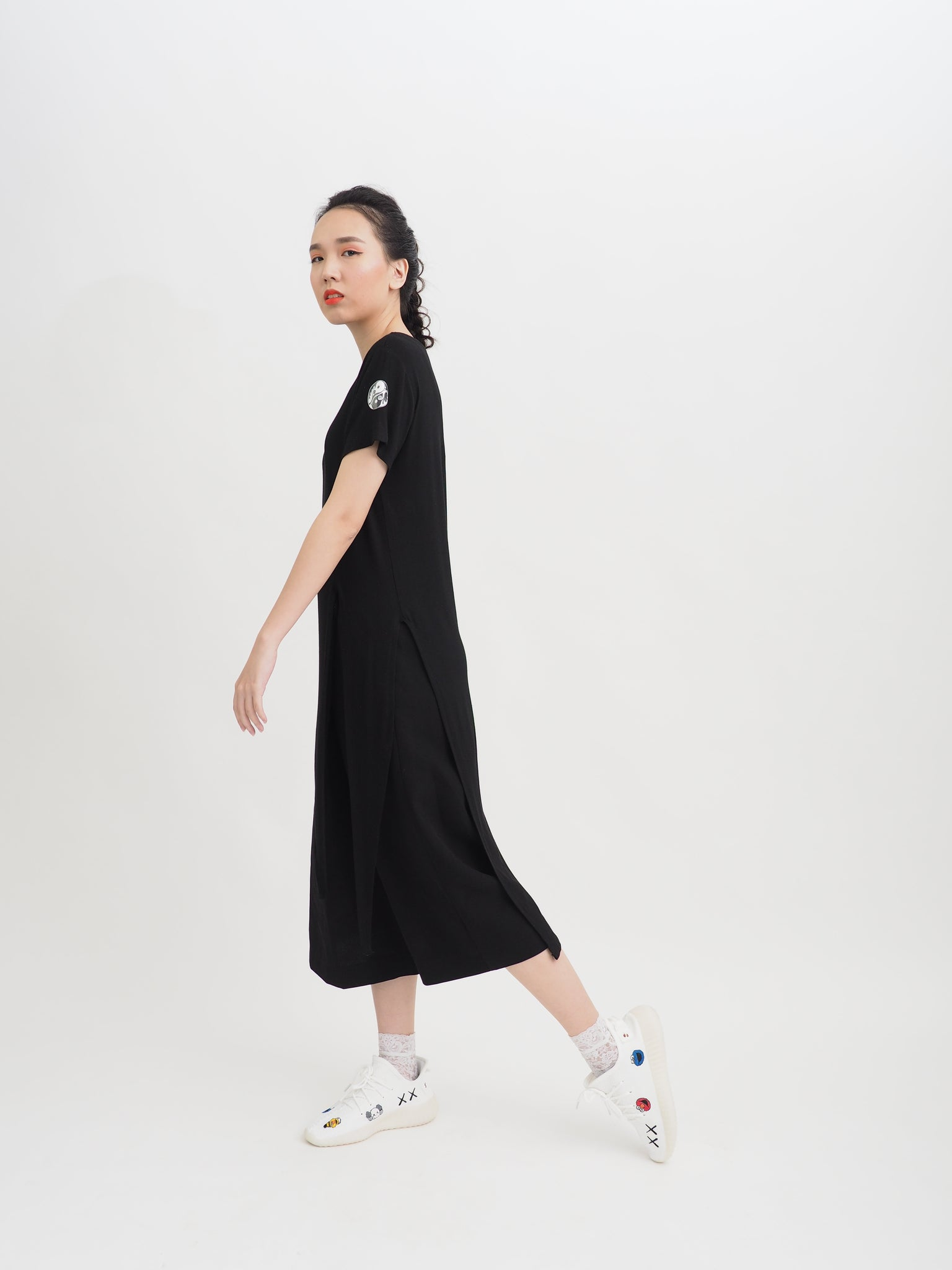 Mono Sophisticated Extended Pointed Tee