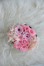 Load image into Gallery viewer, Hydrangea x Roses in Round Signature