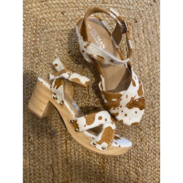 wallaroo strappy tan/white jersey cowhide heel