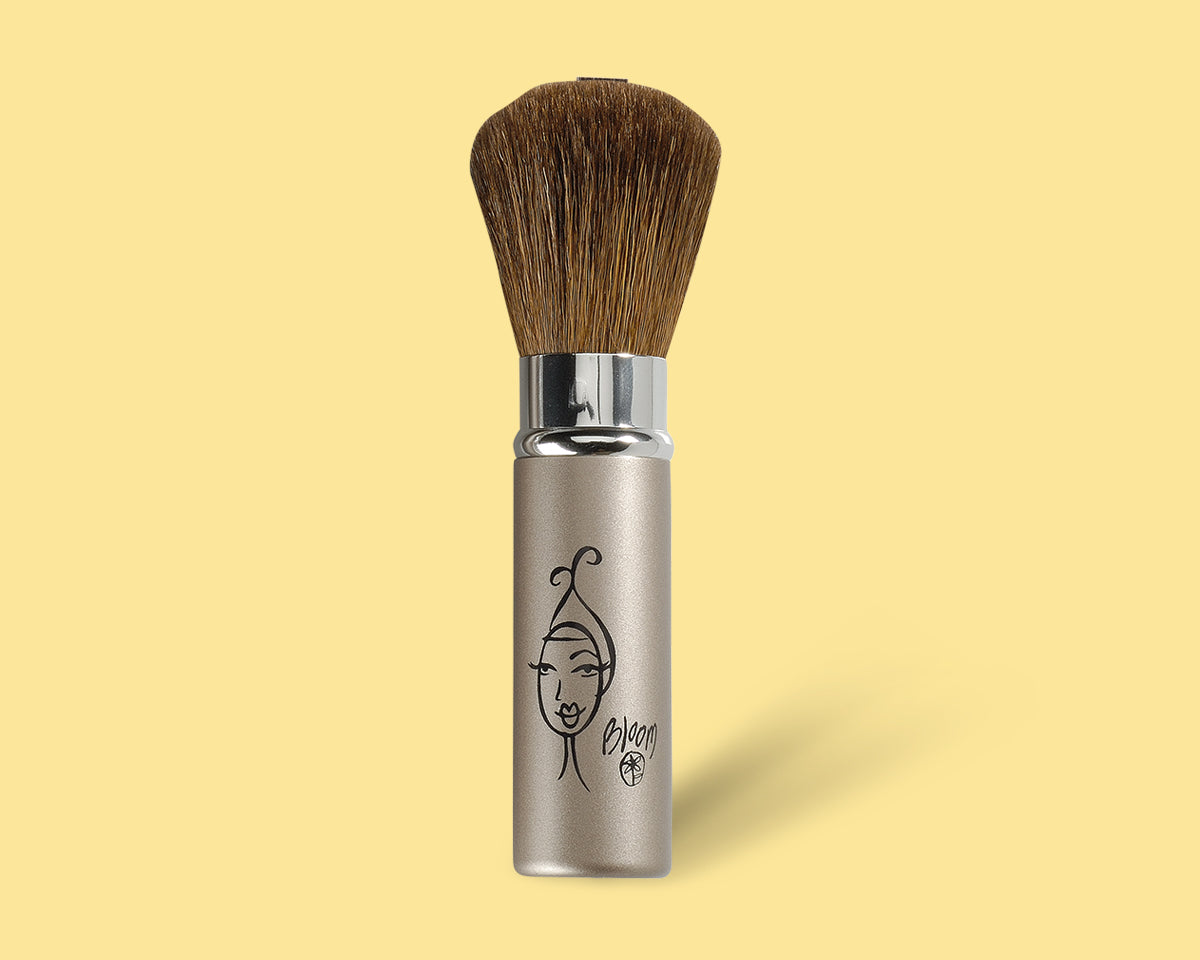 Retractable Bronzer Brush - bloomcosmetics.com
