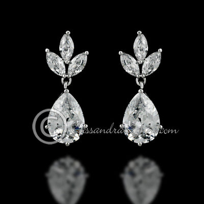 Clip-On Classic teardrop jewels earrings.