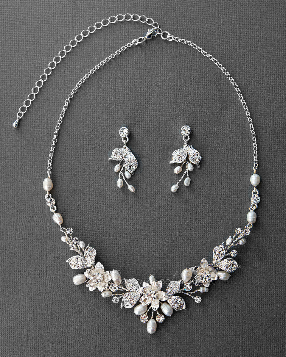 Wedding Jewelry Set Of Metal Flowers And Pearls Necklace