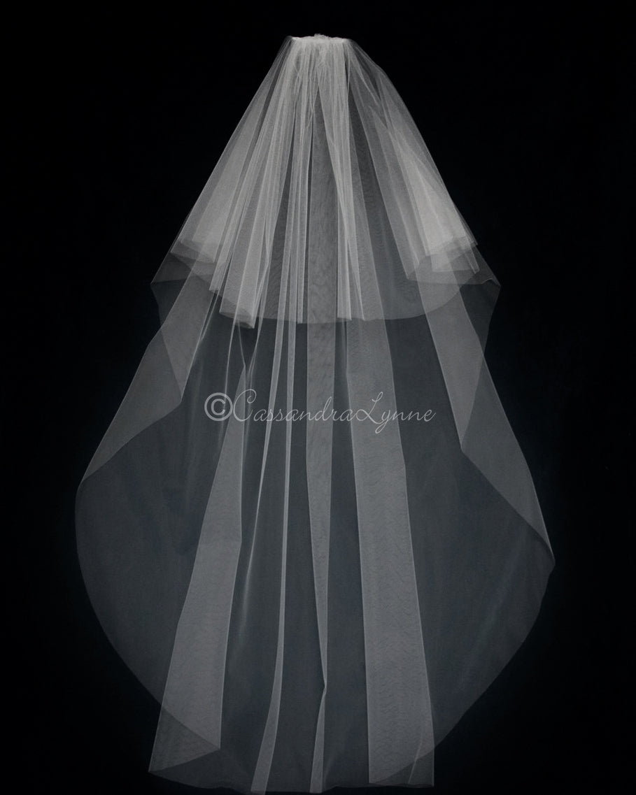 17191926a Circular Floor Length Veil with Plain Edge