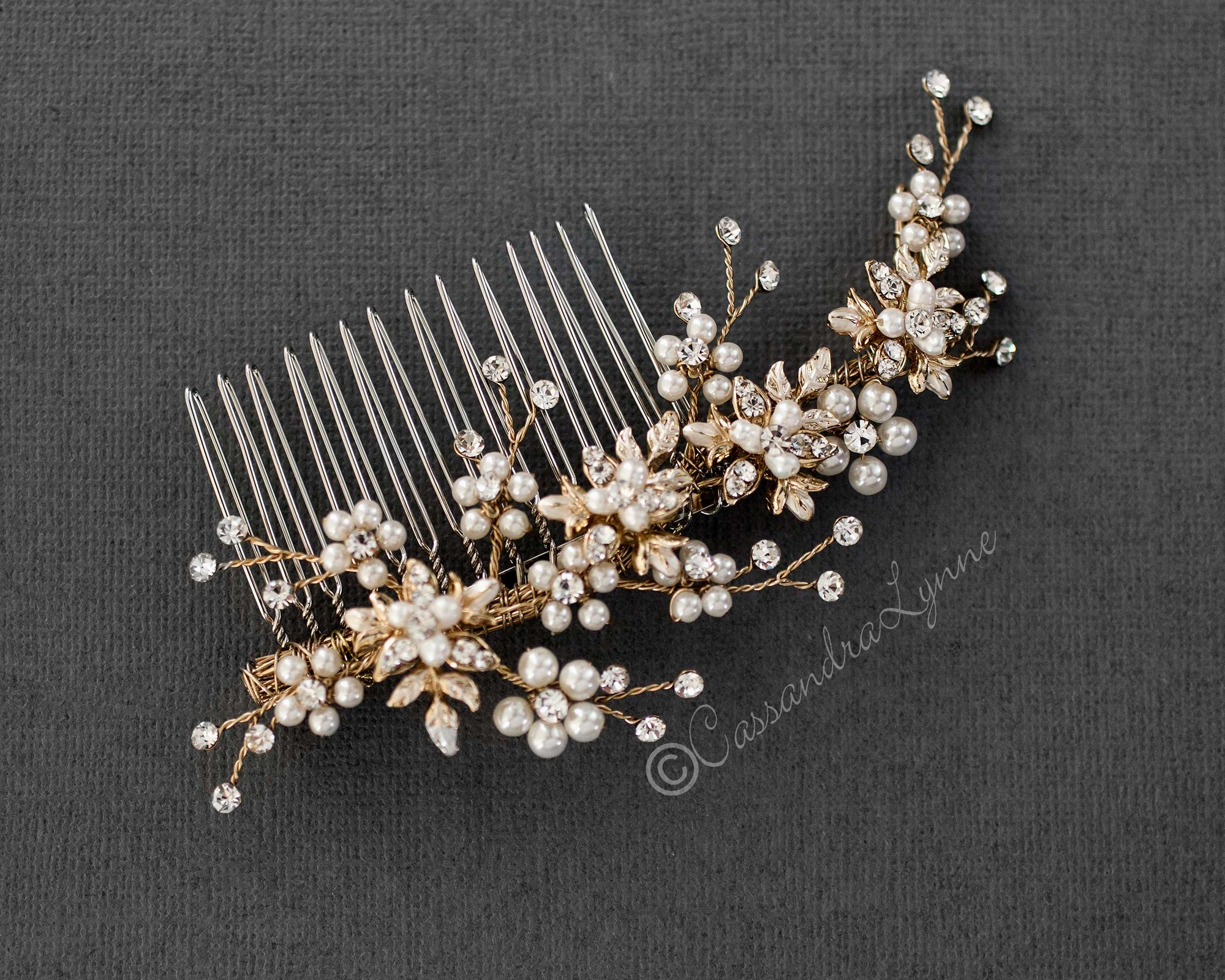 Delicate Wedding Hair Comb with Pearls