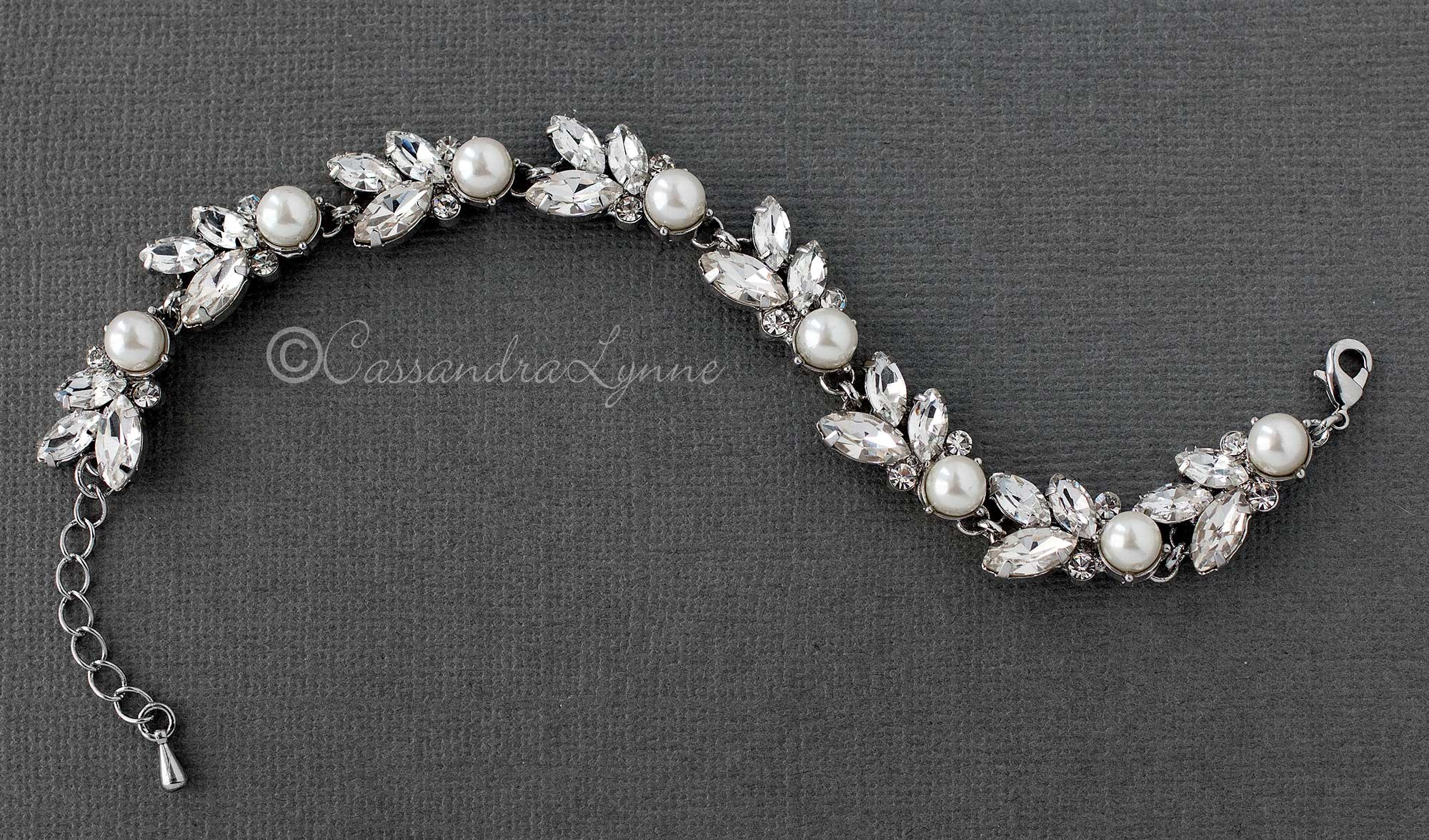 Bracelet of Pearl and Rhinestone Leaf
