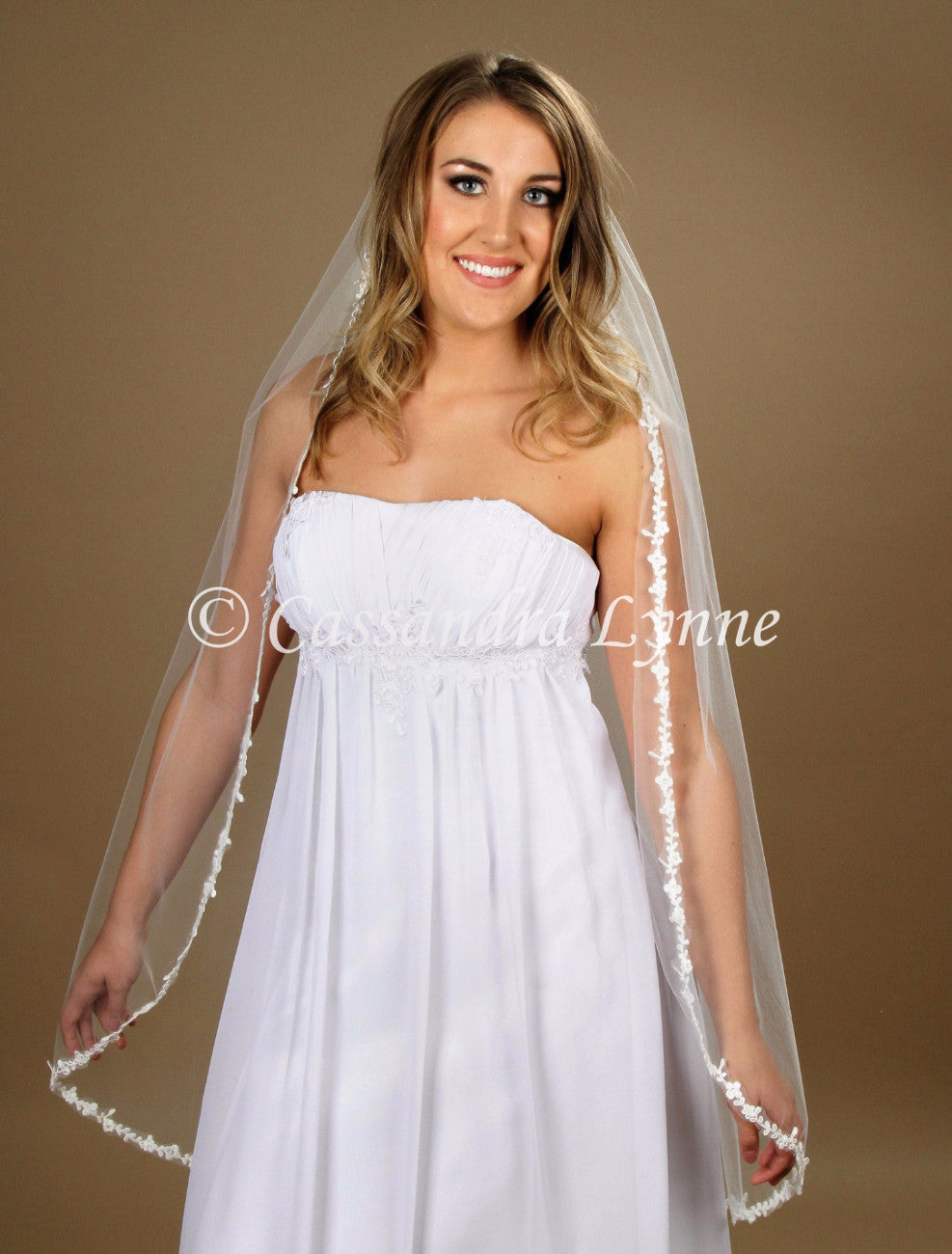 Knee Length Bridal Veil with Thin Lace
