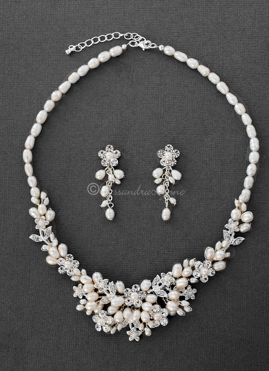 Vintage style jewelry Bridal jewelry Set Crystal and pearl jewelry Pearl necklace set for bride Rose gold Bridal necklace and earrings