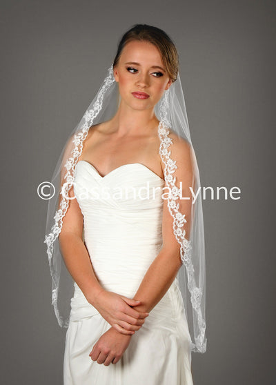Fingertip Bridal Veil with Scalloped Lace Trim