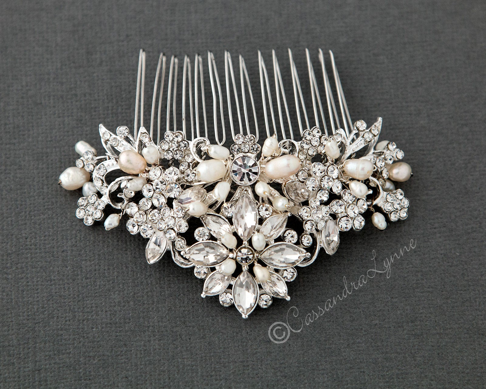 Elegant Bridal Comb with Pearls