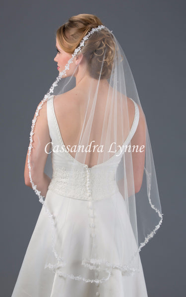 Lace Fingertip Bridal Veil with No Gather