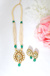 kundan pendant with pearl chain and emerald green beads