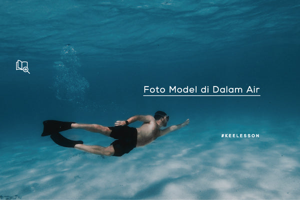 Foto Model di Dalam Air