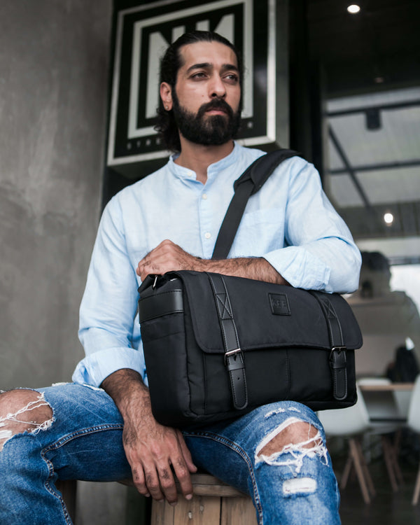 {KEE INDONESIA}-{Mantis 2.0 Camera Messenger Bag Black}-{Mantis Edition 2.0}