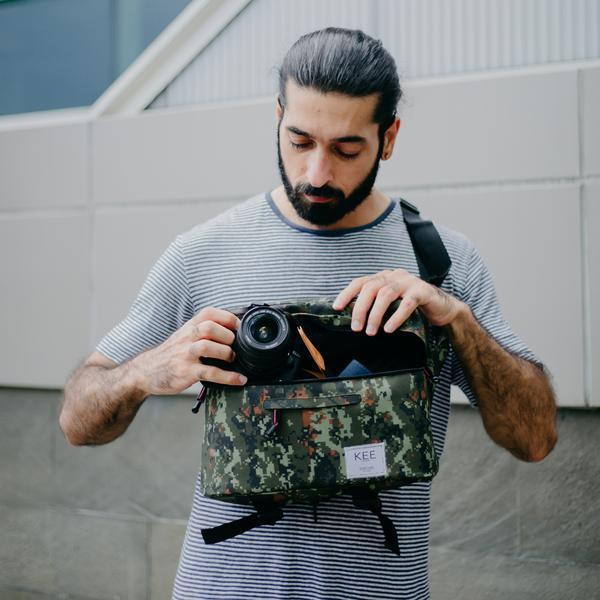 {KEE INDONESIA}-{Beetle Camera Sling Bag Army}-{Beetle Edition}