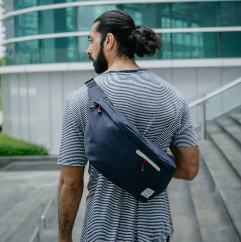 {KEE INDONESIA}-{Thrips Sling Bag Navy Cream}-{Thrips Edition}