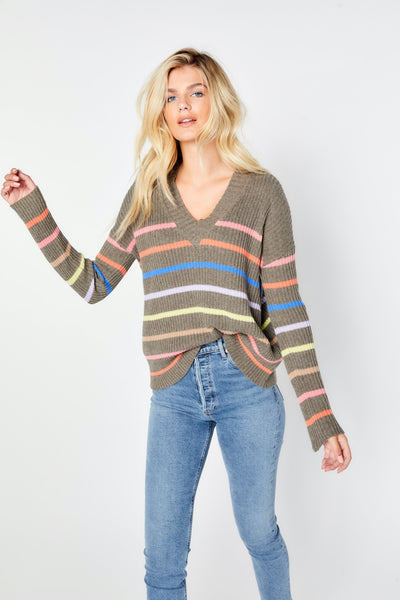 FINE LINE V NECK SWEATER
