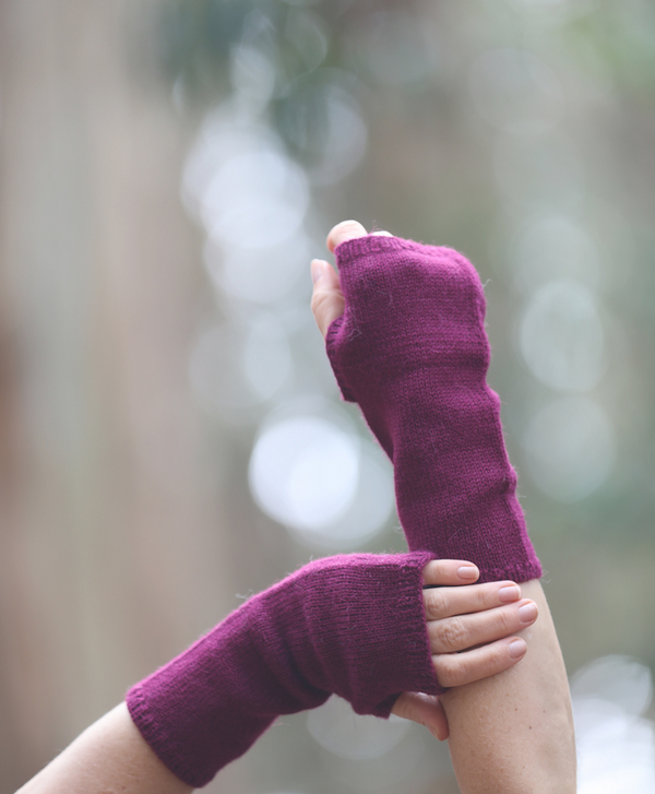 Pura Fingerless Gloves in Plum - Sefte