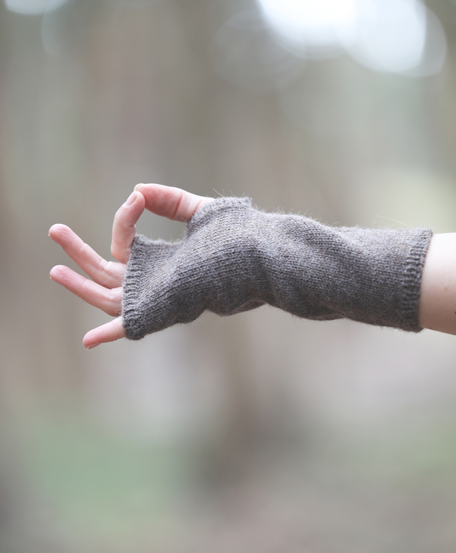 Pura Fingerless Gloves in Taupe - Sefte