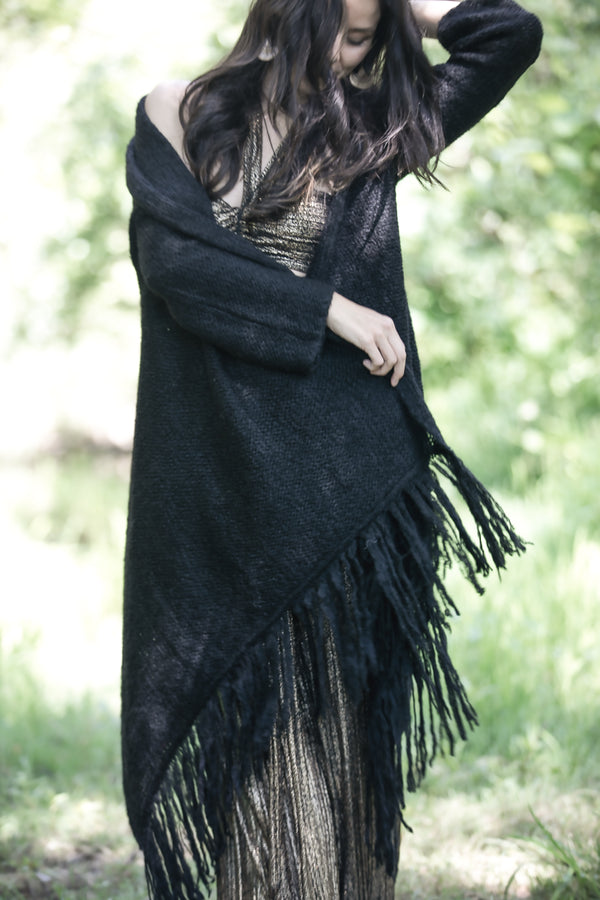 Sefte + The Huntress Cape in Black