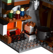 Load image into Gallery viewer, LEGO Harry Potter 4738 Hagrid's Hut