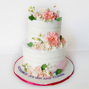 Beautiful Floral Cake - Eggless