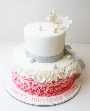 Flower & Pearls Cake - Eggless