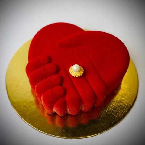 Holding Hands Romantic Cake