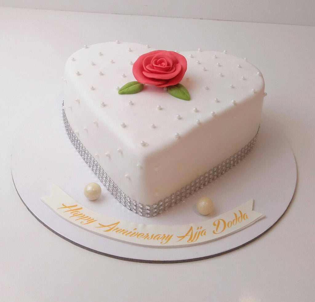 White Heart with the Rose Cake - Eggless