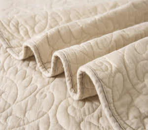 Scalloped Vine Cotton Quilt + Shams