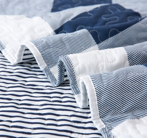 Stripes Printed Quilt