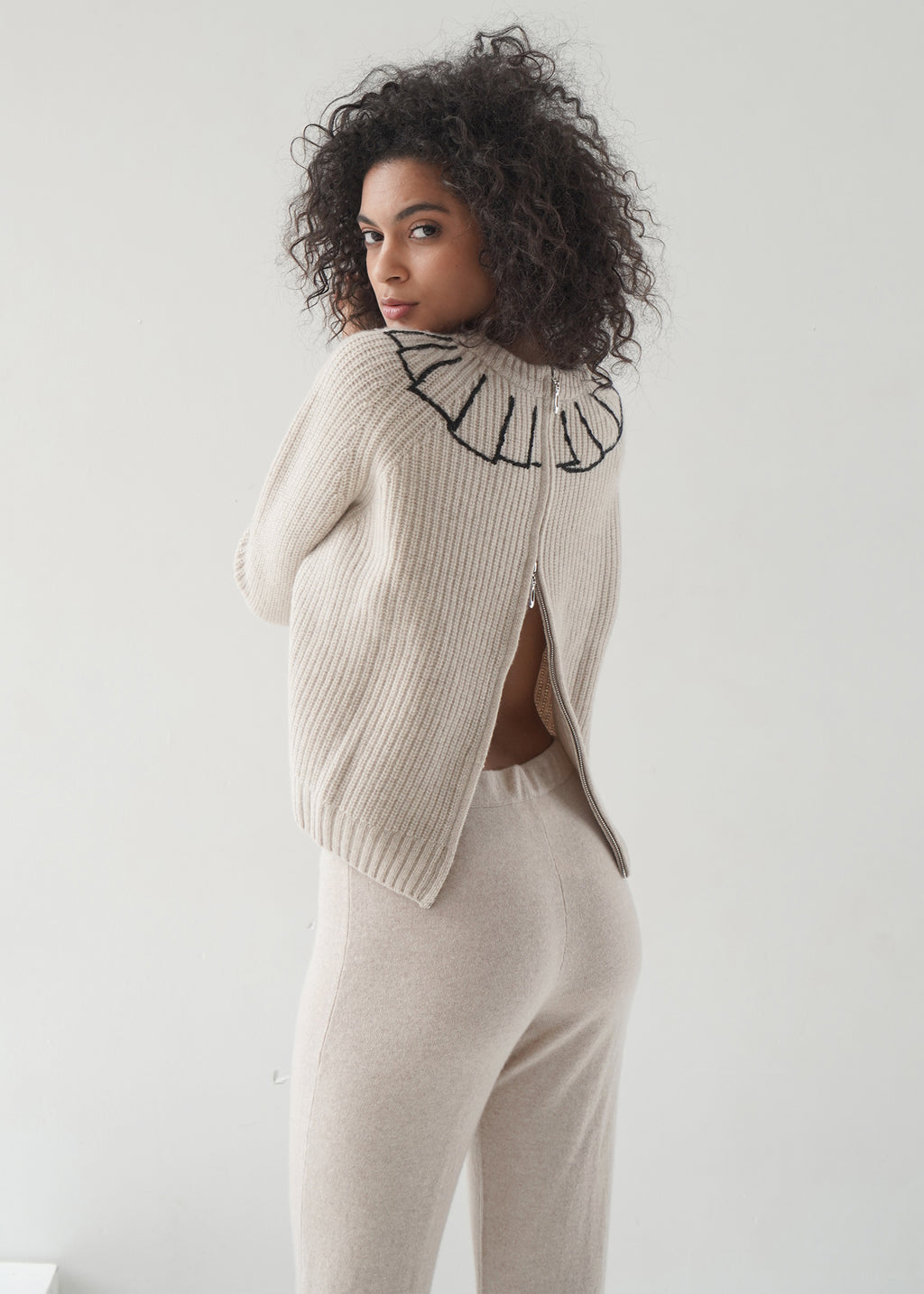 Round-Neck Crop Cashmere Sweater